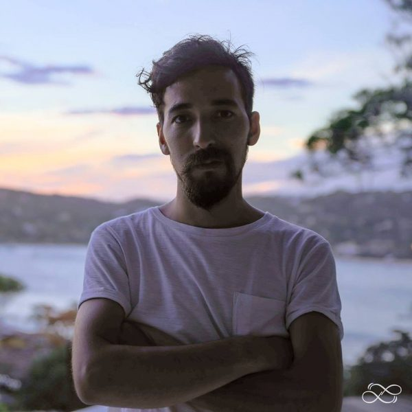 Brazos Cruzados - Nicolás Apelt